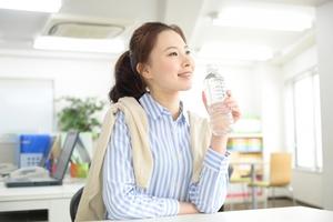 熱中症対策に水を飲む.jpg